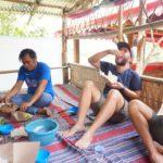 Toraja_Beerdigung_Manuel_isst