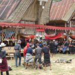 Toraja_Beerdigung_Prozession_rotes_Tuch