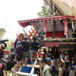 Toraja_Beerdigung_Sarg_nach_oben